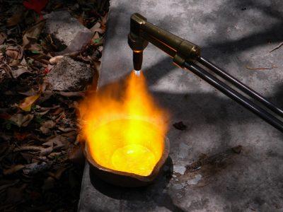 Kulta sulatetaan, kierrätettään ja siitä valmistetaan esimerkiksi uusia kultakoruja.